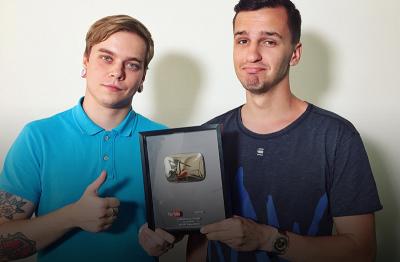 «Сквозь» получил серебряную кнопку за 100 000 подписчиков!